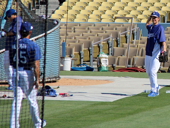 While his fellow starting pitchers took live batting practice on Monday afternoon. Zack Greinke played catch with Dodger bench coach Trey Hillman. (Photo credit - Ron Cervenka)