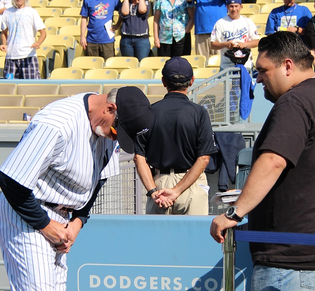 Hall of Famer Goose Gossage signs an autograph for a fan.
