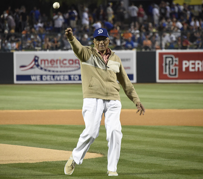 Even at 89 years old, Dodgers great Don Newcombe still has great form. (Photo credit - Jon SooHoo)