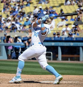 Kike Hernandez connects for a pinch-hit home run in the 8th inning.  Jill Weisleder/Dodgers